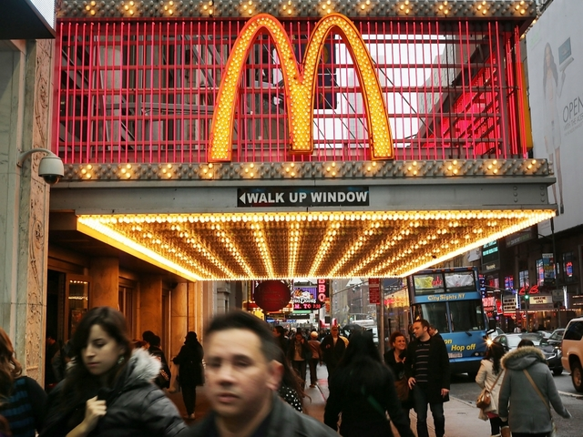 McDonald's reports rise in global sales