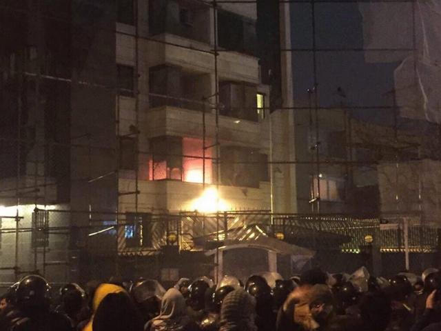 Gunman shoots two in al-Nimr's hometown, unrest in Saudi's Qatif province
