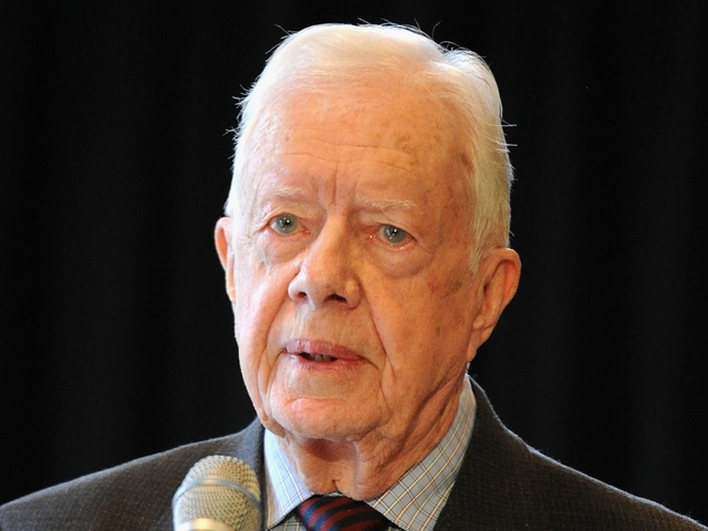 President Carter collapses from dehydration in Winnipeg