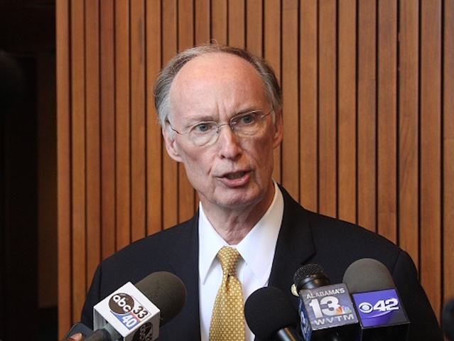 Alabama Gov. Robert Bentley booked into jail, resigns