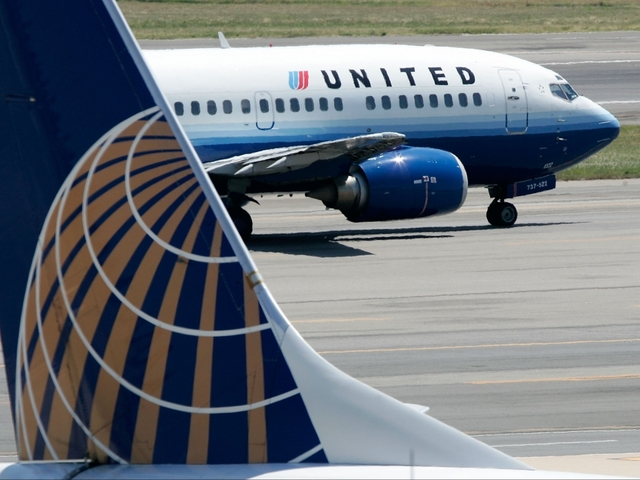 United Airlines apologises for forced passenger removal