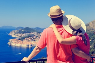 The best ways to save money on vacation