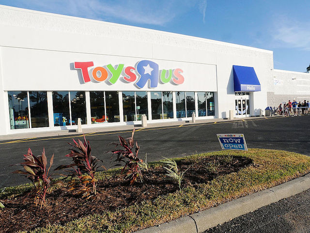 Toys 'R' Us Files for Bankruptcy