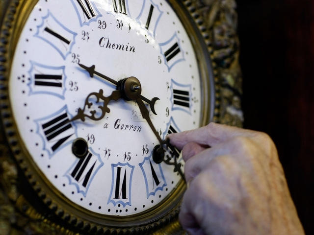 Lawmaker files bill to exempt Florida from daylight saving time