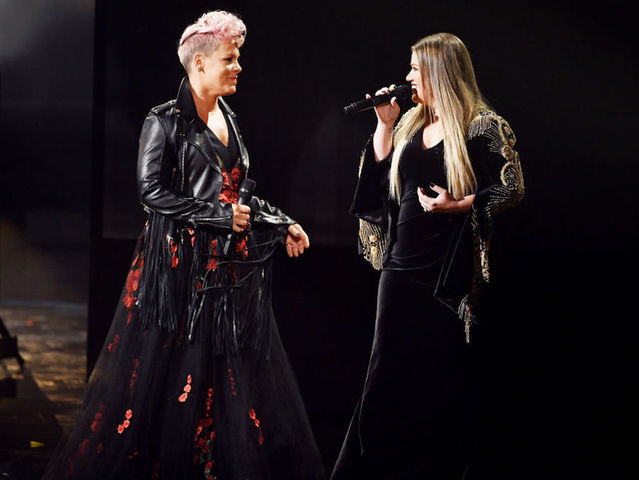 Kelly Clarkson, Pink open American Music Awards