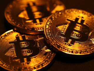 Bitcoin falls below $10,000