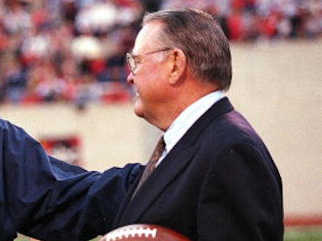 Legendary college football sports announcer Keith Jackson dies at 89