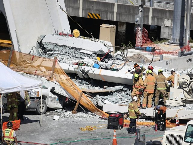 1 dead after pedestrian bridge collapses in Miami